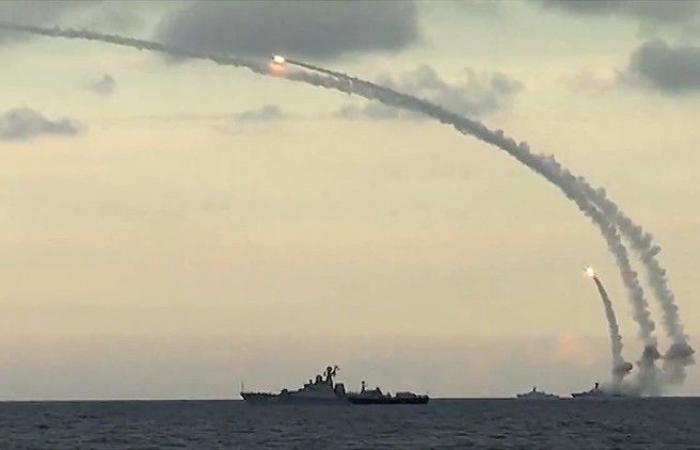 فلسطين | شاهد ..مشاة البحرية الروسية تنفذ مناورات إنزال للأفراد والمعدات على الساحل السوري