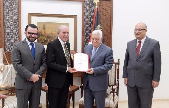 فلسطين | الرئيس يكرم الفائزين بجائزة الدولة التقديرية في الآداب والفنون والعلوم الإنسانية