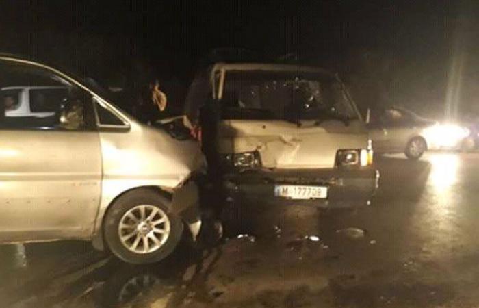 جرح 3 أشخاص بحادث سير على طريق عام عرقا