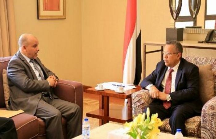 اليمن   «بن دغر» يُشيد بتضحيات أبناء «عمران»- ويؤكد : مستمرون في مقارعة الانقلاب