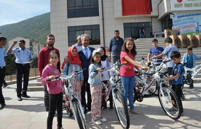 """بلدية تركية توزع هدايا مسابقة """"صلاة الفجر"""" على 520 طفلا"""
