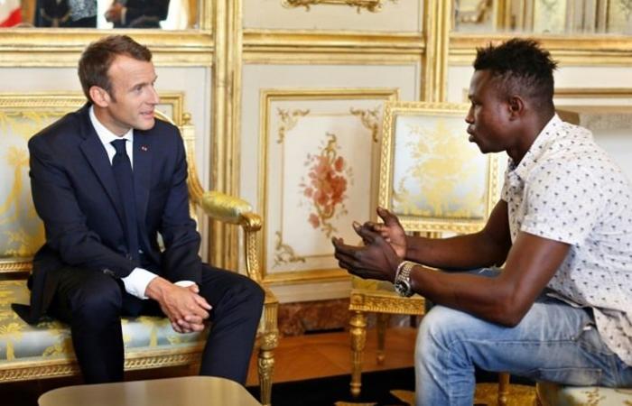 فرنسا تمنح الجنسية لمهاجر مالي أنقذ طفلا