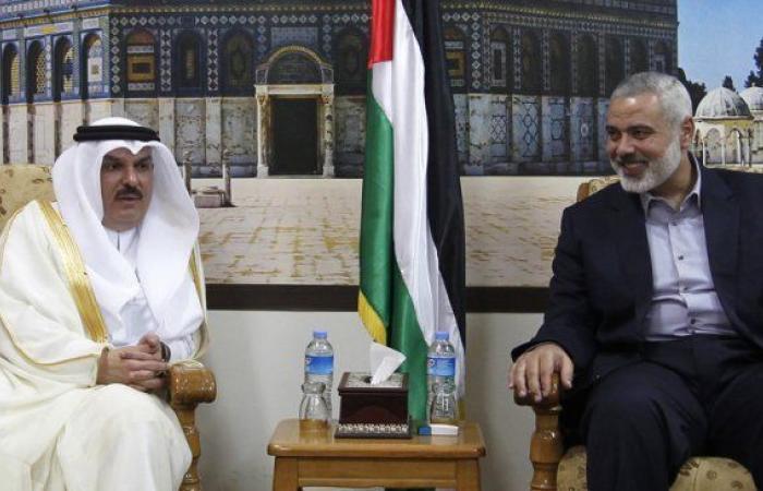 فلسطين   بعد لقائه الرئيس عباس في رام الله.. السفير العمادي يلتقي هنية في غزة