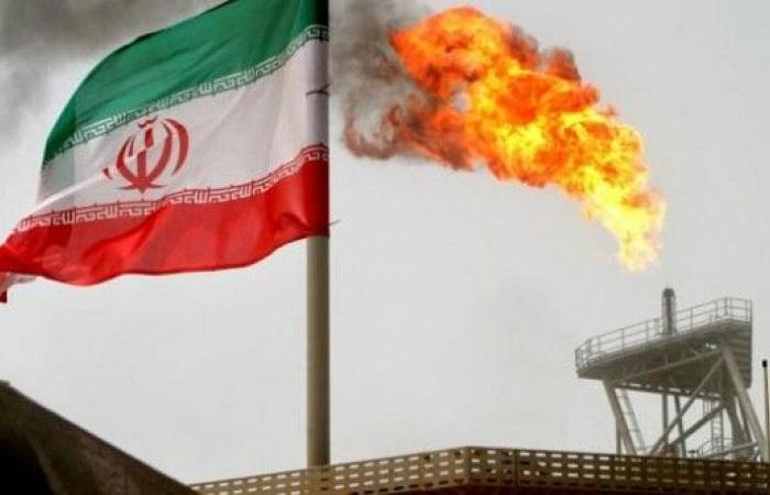 """إيران: السعودية وروسيا """"ترتهنان"""" سوق النفط"""