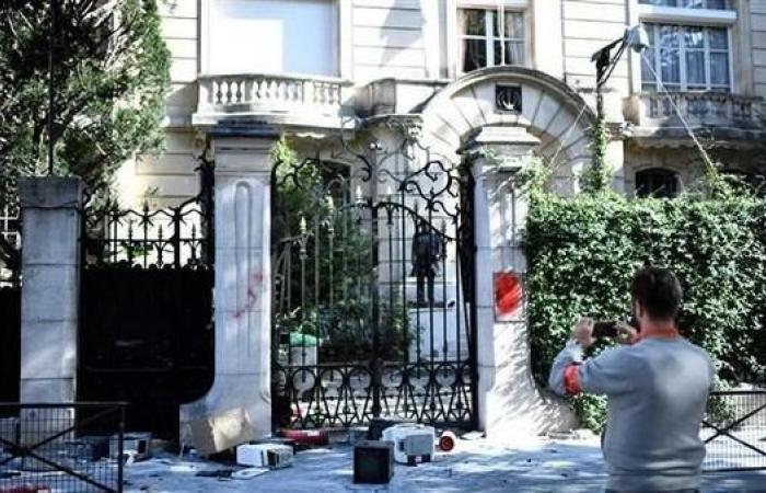 إيران | متظاهرون أكراد يهاجمون سفارة إيران في باريس