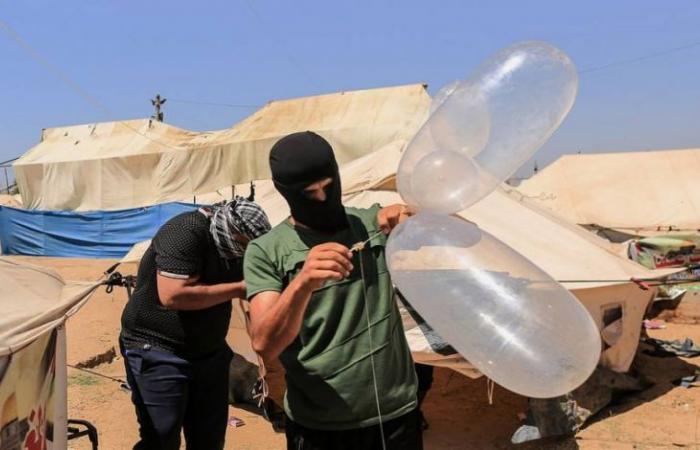 فلسطين   القدس: سقوط بالون حارق في منزل عضو كنيست في مستوطنة بئيري