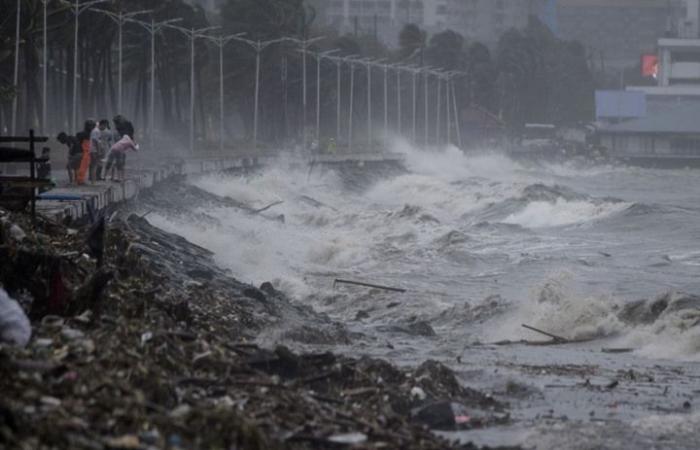 إعصار هائل يضرب شمال الفلبين ويشرد الآلاف (شاهد)
