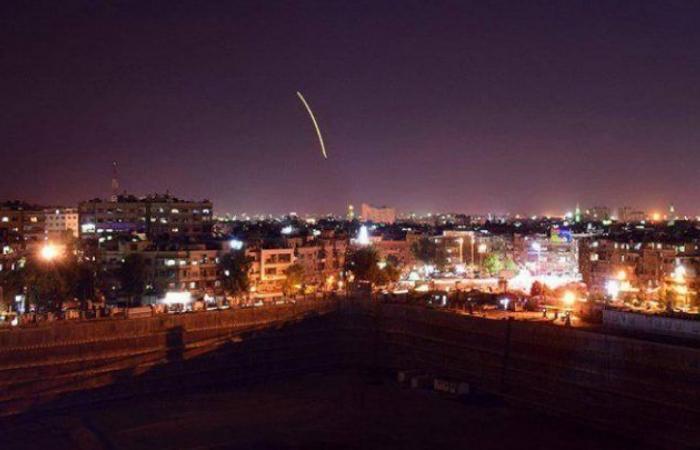 سوريا   بالفيديو - قصف إسرائيلي جديد يطال دمشق.. وعناصر من ميليشيات بشار الأسد يشاهدون ويعلقون