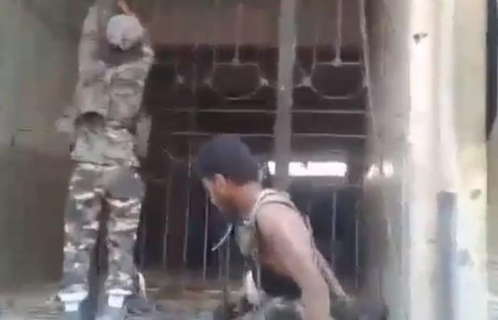 سوريا | مقطع مصور يظهر لحظة انفجار لغم بعناصر من ميليشيات بشار الأسد في دمشق ( فيديو )