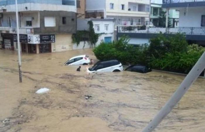 """الفيضانات تجتاح تونس.. والسيارات تسبح في """"المياه"""" (شاهد)"""