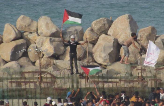 فلسطين   بحرية الاحتلال تطلق الرصاص الحي على المتظاهرين شمال قطاع غزة