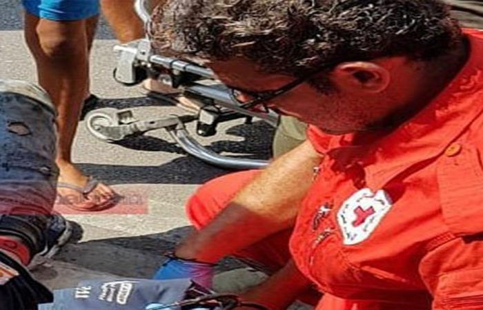 بالصورة: جريح بحادث بين سيارة ودراجة نارية