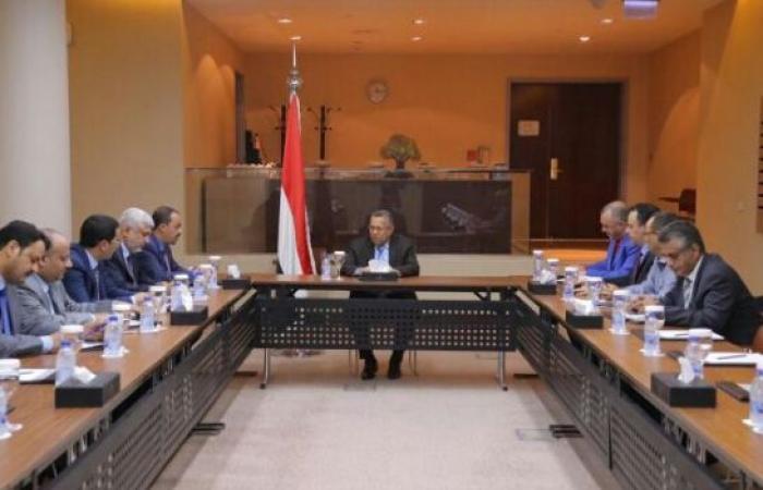اليمن   رئيس الحكومة يبشر «بمشاريع ترى النور قريبا» ويحذر من «تقسيم اليمن والانقلاب والخيانة»