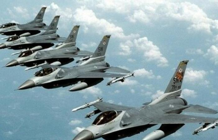 اليمن   سلاح الجو لقوات التحالف يشن غارات جوية غير مسبوقة على مواقع وتمركز المليشيات بـ«تعز»