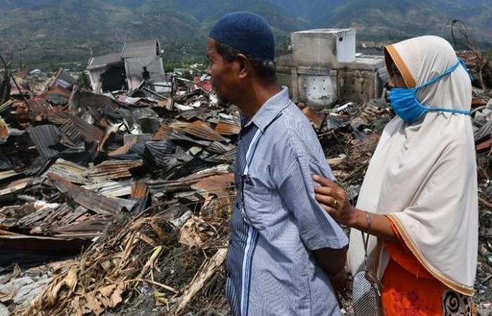 العثور على نحو ألفي جثة بعد تسونامي إندونيسيا