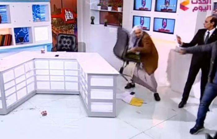 فلسطين   فيديو: ضرب بالكرسي وتشابك بالأيدي بين اثنين من الدعاة على الهواء