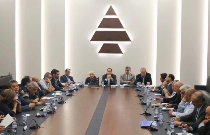 """""""الكتائب"""" لعون والحريري: لحكومة اختصاصيين من خارج الأحزاب"""