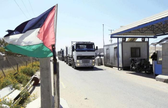 فلسطين | الامم المتحدة: ٧ شاحنات وقود ستدخل غدا لغزة و عددها سيصل15 شاحنة يوميا لعدة اشهر