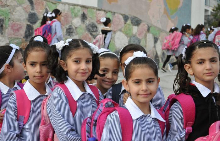 فلسطين   طلاب عائلة الأقرع بدير البلح يواصلون الاحتجاج ضد الاونروا