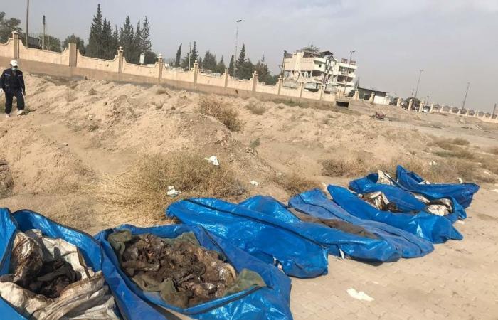 """فلسطين   هذا ما خلفه """"داعش"""" في أكبر مقبرة بمدينة الرقة السورية (فيديو"""