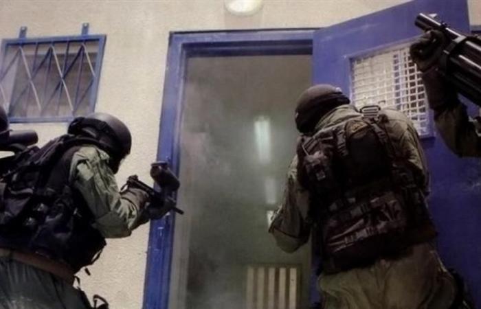 فلسطين | اقتحام استفزازي لعدة اقسام في سجن نفحة