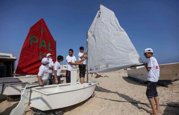 فلسطين | بنك فلسطين يقدم رعايته لفعاليات بطولة قيادة القوارب الشراعية على شاطئ بحر غزة