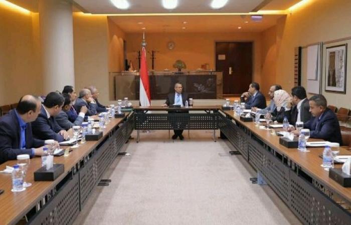 اليمن | 4 أحزاب موالية لـ«هادي» تطالب بإقالة حكومة «بن دغر»