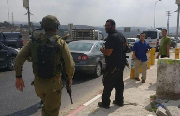 فلسطين   نابلس : اصابة اسرائيليين اثنين في عملية طعن قرب حاجز حوارة وفرار المنفذ