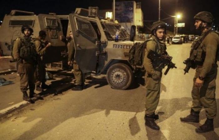 فلسطين | الاحتلال يشن حملة مداهمات واعتقالات بالضفة بينها شقيقة منفذ عملية بركان