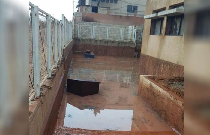 السيول تغمر ثانوية علي النهري في البقاع