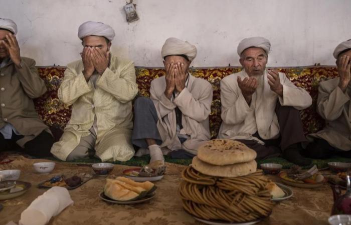 """""""الطعام الحلال"""" حرام على أقلية الإيغور المسلمة بالصين"""