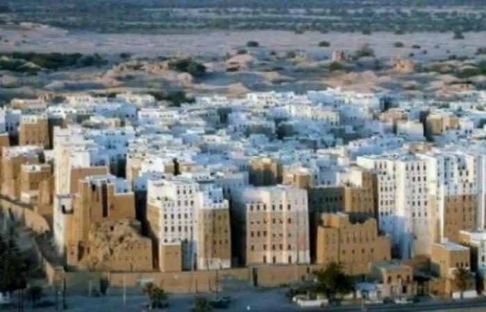 اليمن   «حضرموت» تصعد ضد «الشرعية» وترفع سقف مطالبها.. 50% من عائداتها النفطية و300 ألف لتر يوميا من نفط «مأرب»