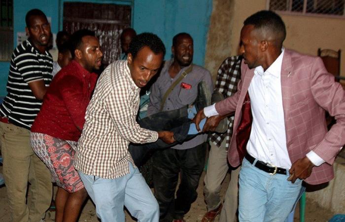 ارتفاع عدد قتلى تفجيرين في الصومال إلى 20