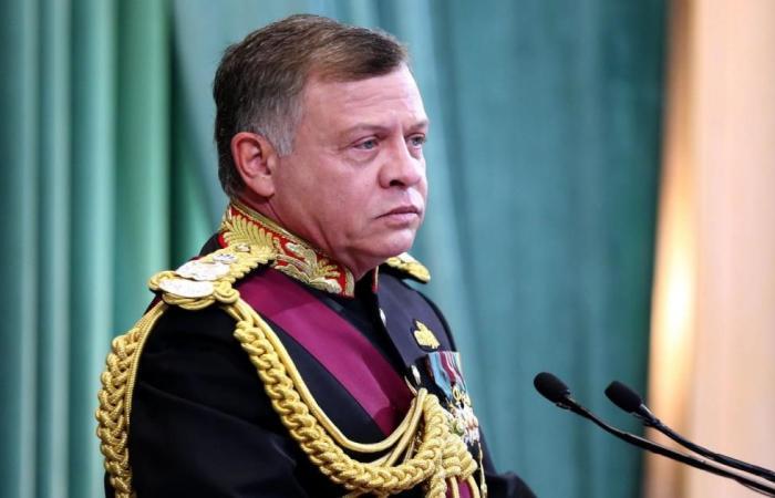 ملك الأردن يحث على تحسين الاقتصاد ومحاربة الفساد