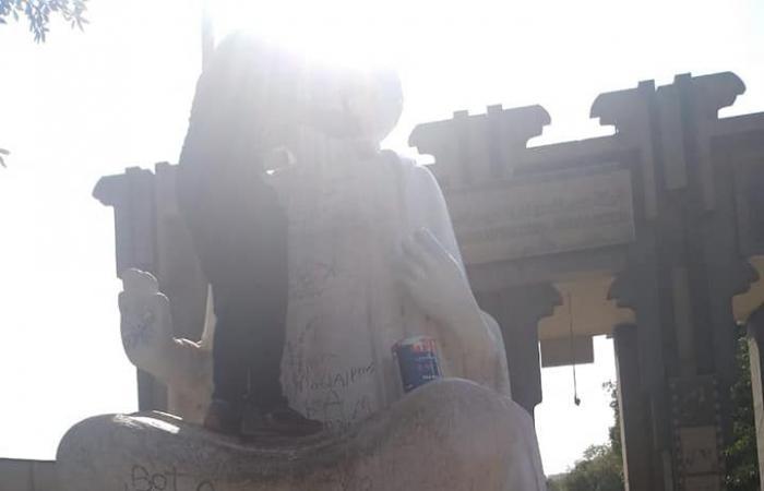 مصر | صور لتمثال تاريخي دهنوه بهدف تجميله.. فشوهوه