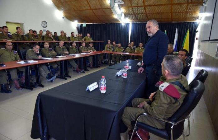 فلسطين   ليبرمان : استنفذنا جميع المحاولات وعلينا اتخاذ قرار بضرب حماس بقوة