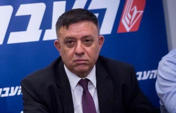 فلسطين | زعيم حزب العمل : يجب اعادة ابو مازن لغزة لانه الضامن لامن اسرائيل