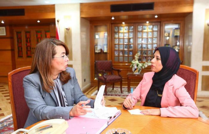 مصر   ما قصة فتاة مصرية عملت وزيرة ليوم واحد فقط؟