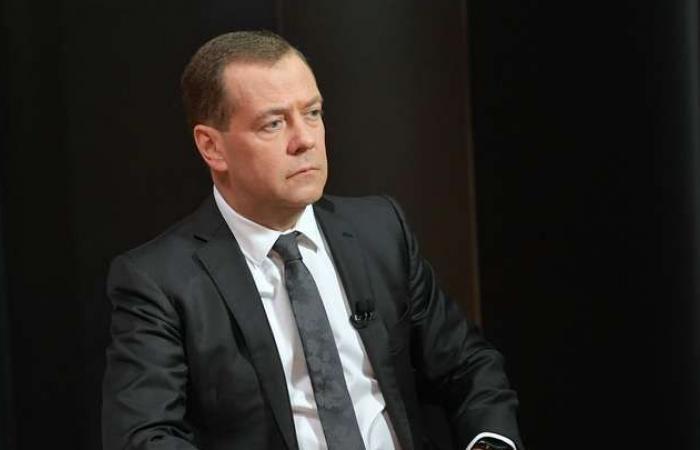 سوريا | رئيس وزراء روسيا : ستبدأ مرحلة إعادة الإعمار في سوريا بعد إجراء انتخابات