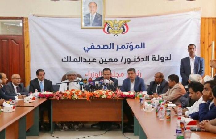 من المهرة - رئيس الحكومة يعلن عن دعم مالي لمواجهة تداعيات اعصار «لبان»
