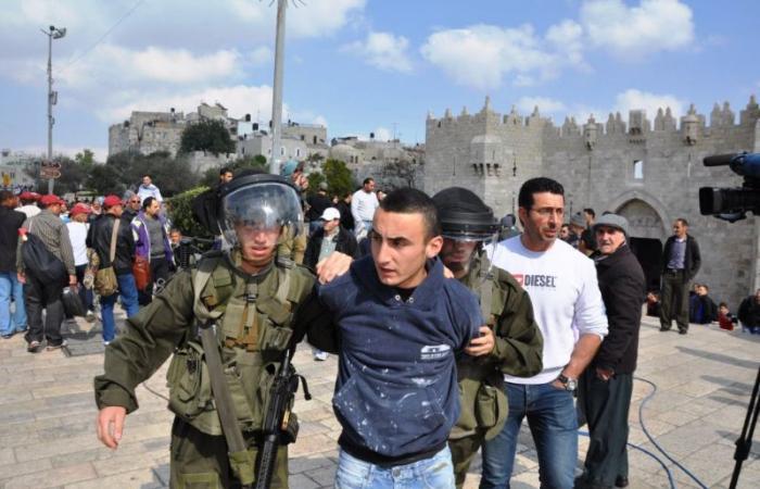 """فلسطين   اعتقال الأسير المحرر """"حسن الرجبي"""" من محله التجاري في الخليل"""