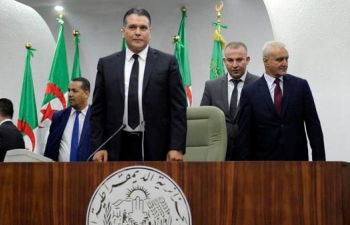 حزب معارض يجمّد نشاطه البرلماني بعد تنحية بوحجة
