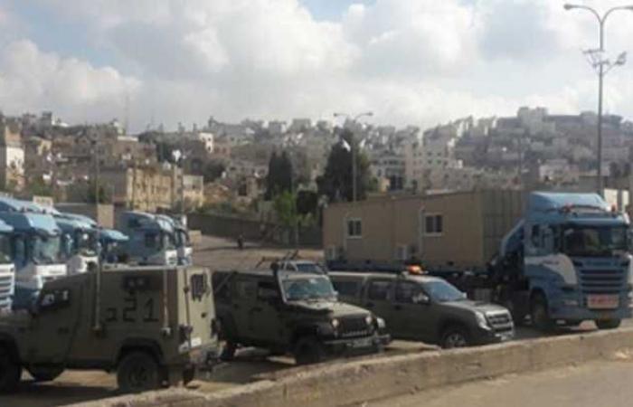 """فلسطين   الاحتلال يضع """"كرفانات"""" في ساحتي الحرم الابراهيمي وسوق الخضار المركزي المغلق"""