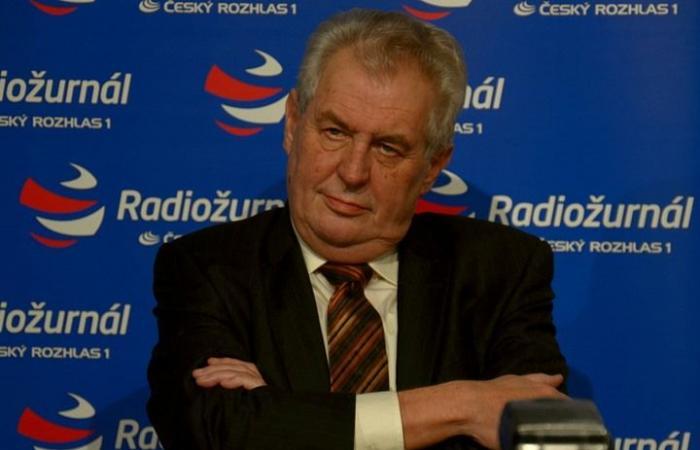 فلسطين | رئيس التشيك مازحا: أحب الصحفيين وسأدعوهم لسفارة الرياض