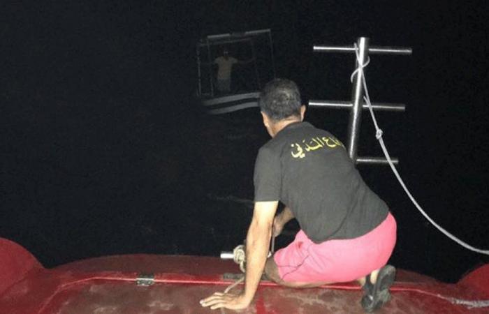 سحب زورق لصيد الأسماك في السعديات