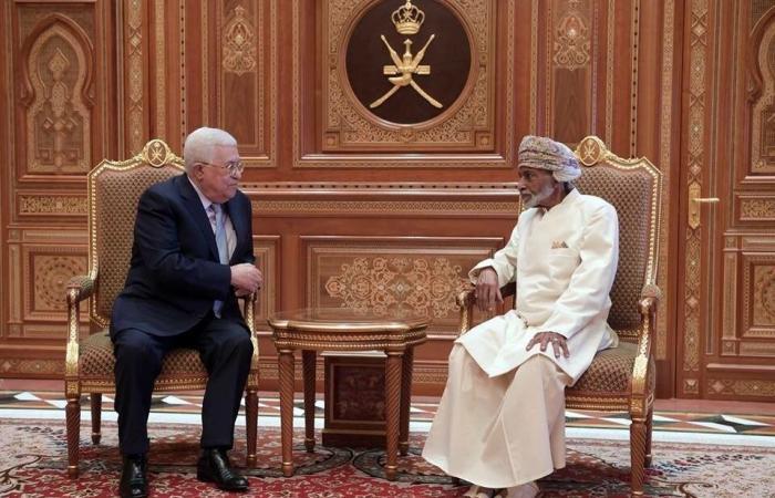 فلسطين | الرئيس يستقبل مبعوث سلطان عُمانويشيد بدعمها للشعب الفلسطيني