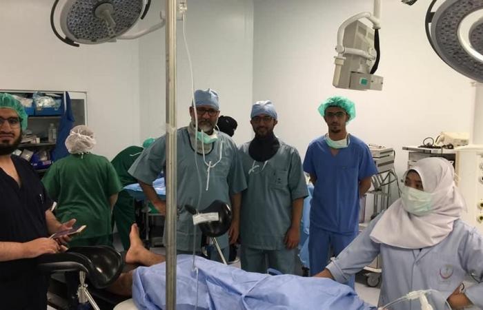 طبيب سعودي زار العالم بحثاً عن مرضاه.. يروي قصته