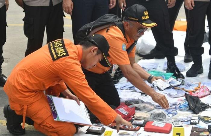 إندونيسيا تعلن العثور على 24 جثة من الطائرة المنكوبة