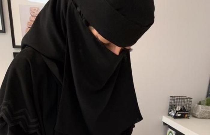 الخليح | ترسم بما لا يخطر ببالك.. شاهد سعودية تحول أطباقاً لتحف
