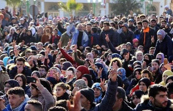 أحكام بسجن 16 متظاهرا في مدينة جرادة المغربية